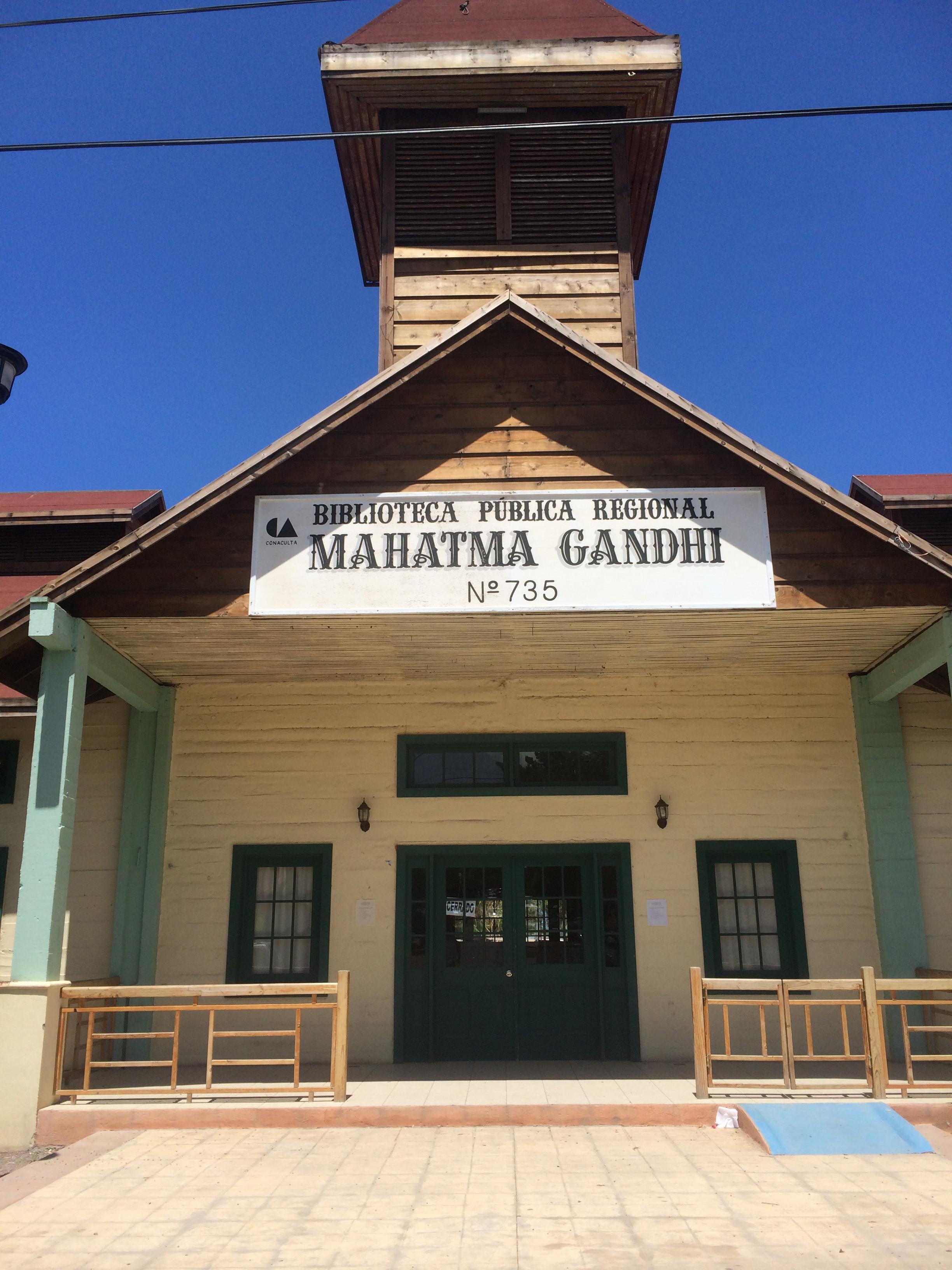 Santa R Ghandi library